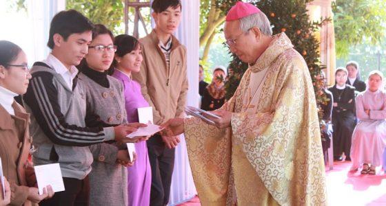 Trao học bổng Nguyễn Trường Tộ cho các sinh viên xuất sắc tại Linh địa Trại Gáo