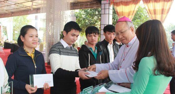 Linh địa Trại Gáo: Đại lễ mồng Ba Tết xin ơn thánh hóa công ăn việc làm và trao học bổng Nguyễn Trường Tộ